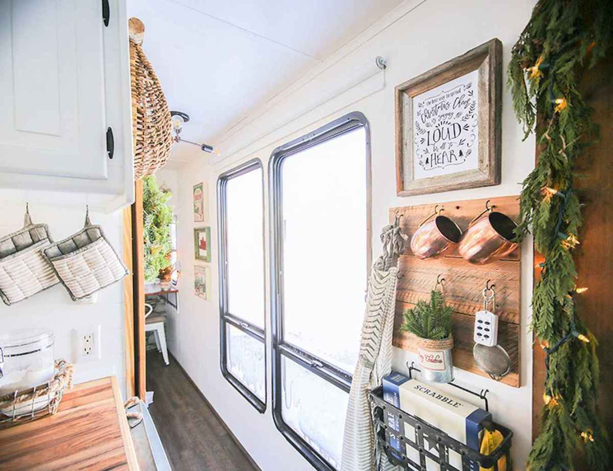 20 awesome rv campers christmas decorations ideas (17)