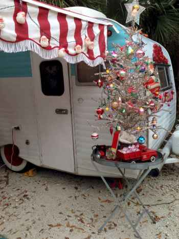 20 awesome rv campers christmas decorations ideas (9)