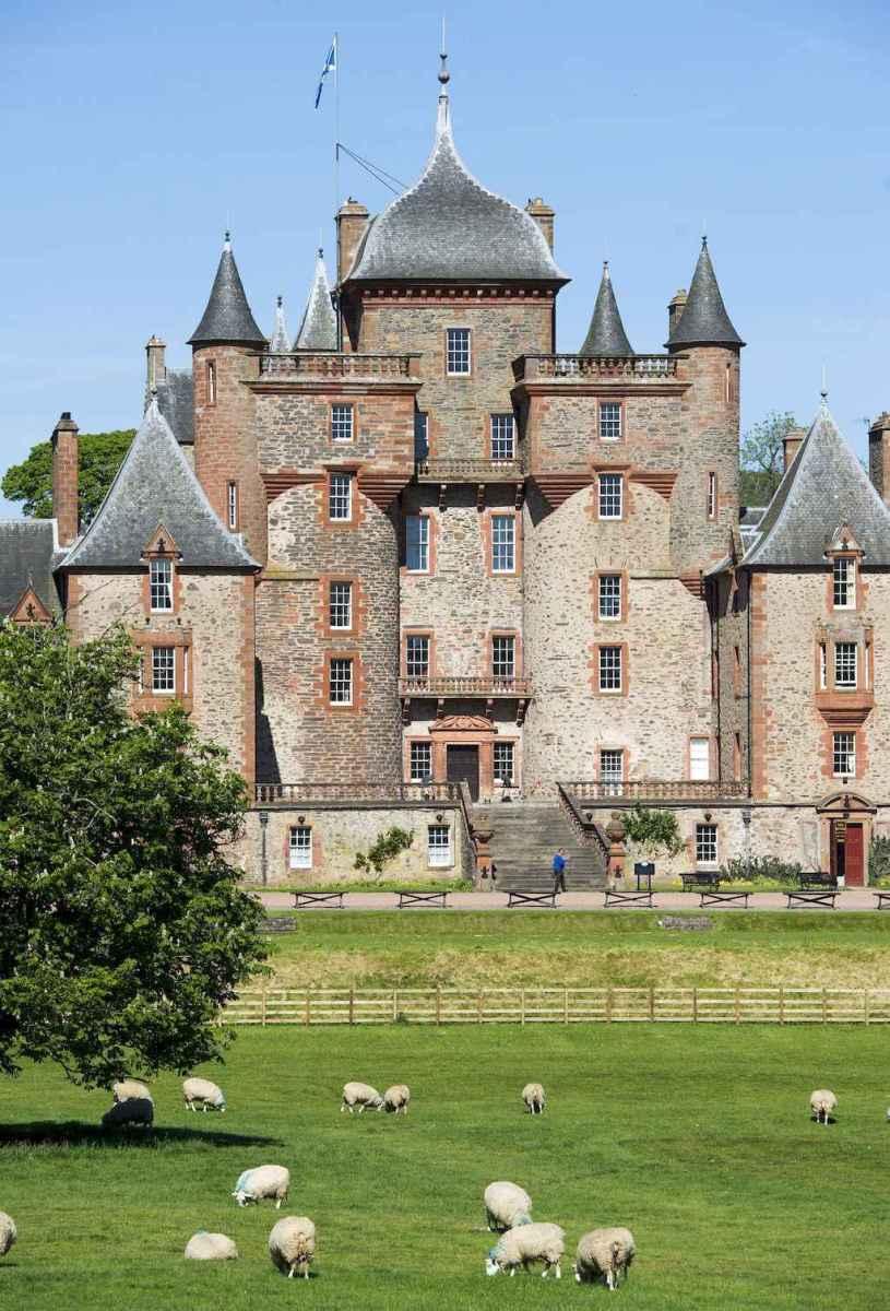 40 modern castle homes exterior landscaping (14)
