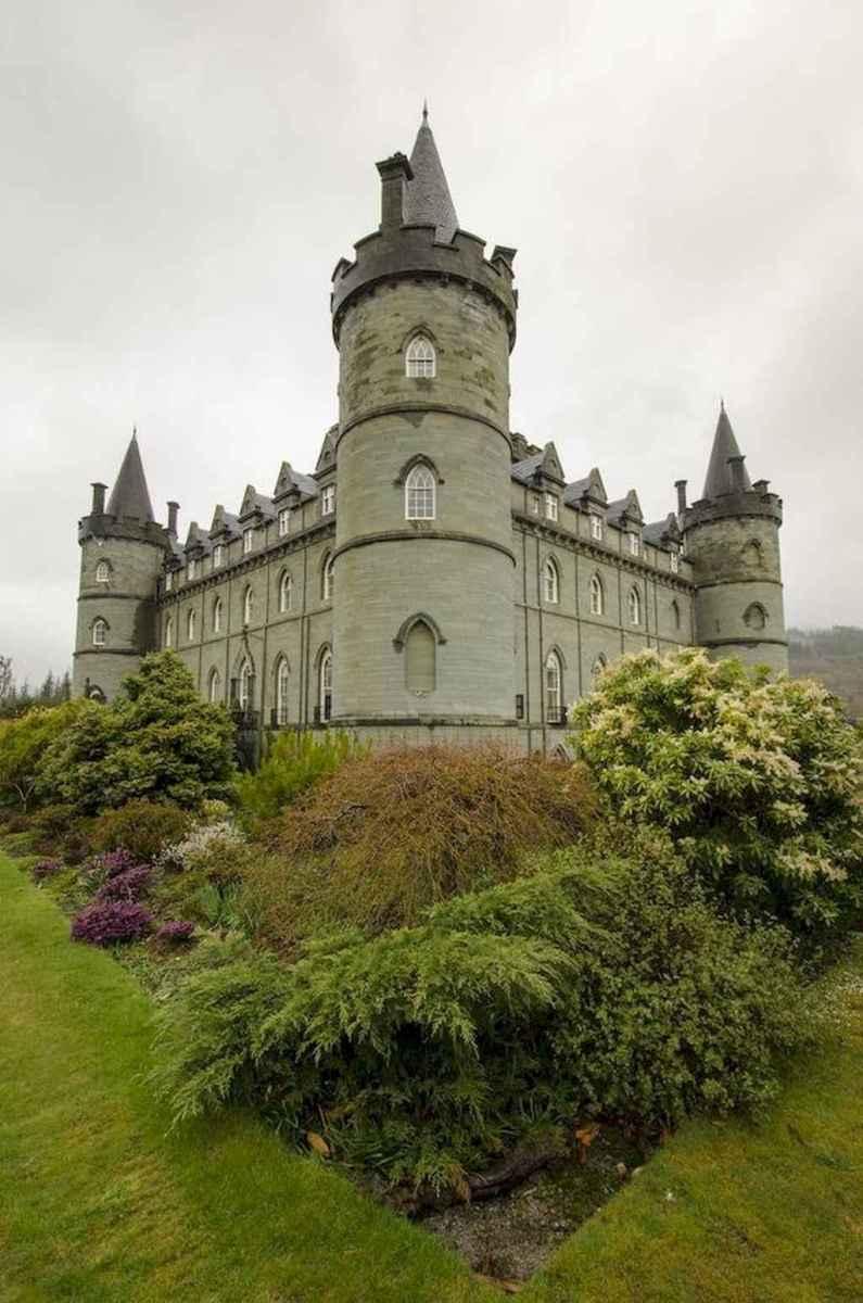 40 modern castle homes exterior landscaping (30)