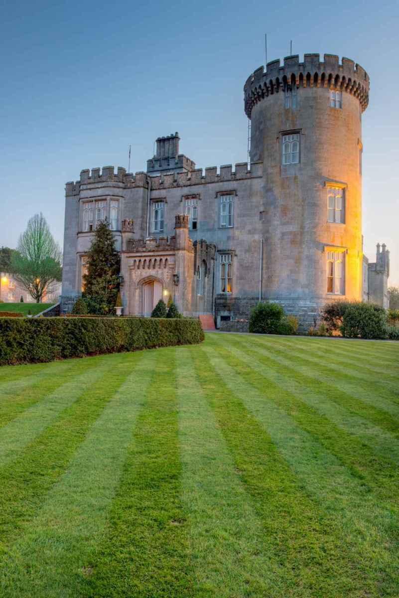 40 modern castle homes exterior landscaping (34)