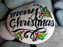 54 easy diy christmas painted rock ideas (11)