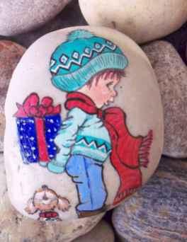54 easy diy christmas painted rock ideas (19)