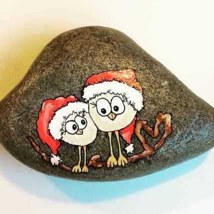 54 easy diy christmas painted rock ideas (33)