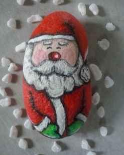 54 easy diy christmas painted rock ideas (42)