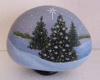54 easy diy christmas painted rock ideas (43)