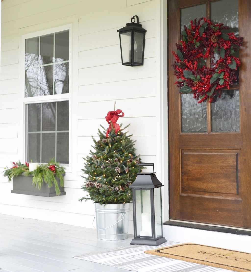 55 awesome christmas front porches decor ideas (41)