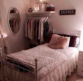30 amazing college apartment bedroom decor ideas (16)
