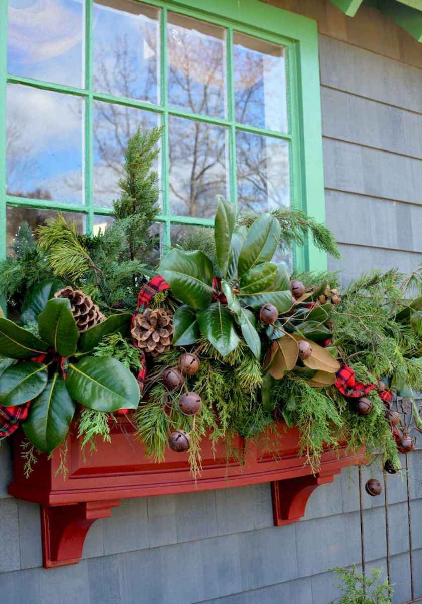 45 outdoor pine cones christmas decorations ideas (10)