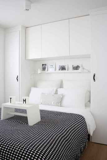 60 simply small master bedroom decor ideas (18)
