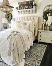 60 simply small master bedroom decor ideas (22)