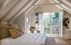60 simply small master bedroom decor ideas (25)
