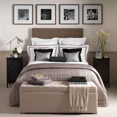 60 simply small master bedroom decor ideas (56)