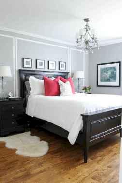 60 simply small master bedroom decor ideas (57)