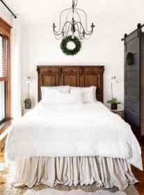 60 simply small master bedroom decor ideas (60)