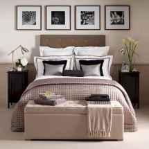 80 relaxing master bedroom decor ideas (67)