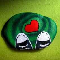 80 romantic valentine painted rocks ideas diy for girl (27)