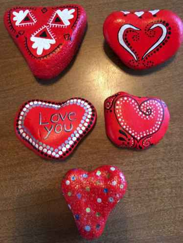 80 romantic valentine painted rocks ideas diy for girl (51)