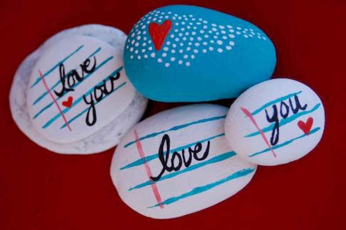 80 romantic valentine painted rocks ideas diy for girl (67)