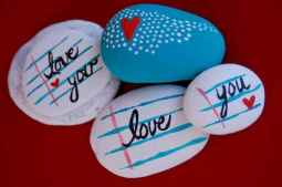 80 romantic valentine painted rocks ideas diy for girl (67)