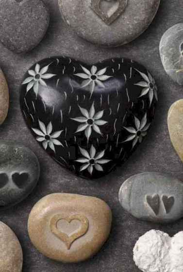 80 romantic valentine painted rocks ideas diy for girl (69)