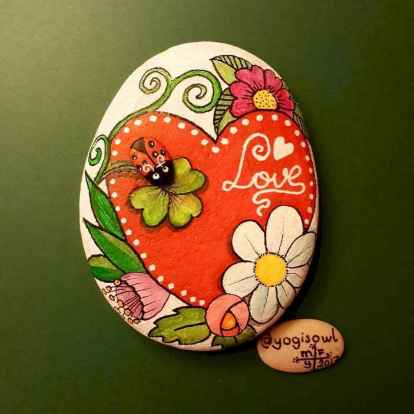 80 romantic valentine painted rocks ideas diy for girl (70)