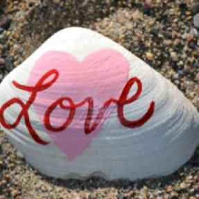 80 romantic valentine painted rocks ideas diy for girl (73)
