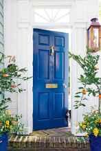 90 awesome front door farmhouse entrance decor ideas (29)