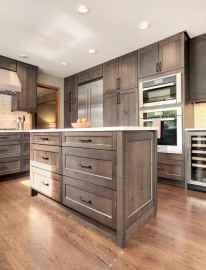90 pretty farmhouse kitchen cabinet design ideas (27)