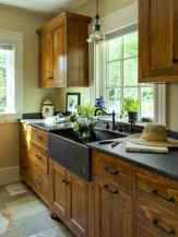 90 pretty farmhouse kitchen cabinet design ideas (51)