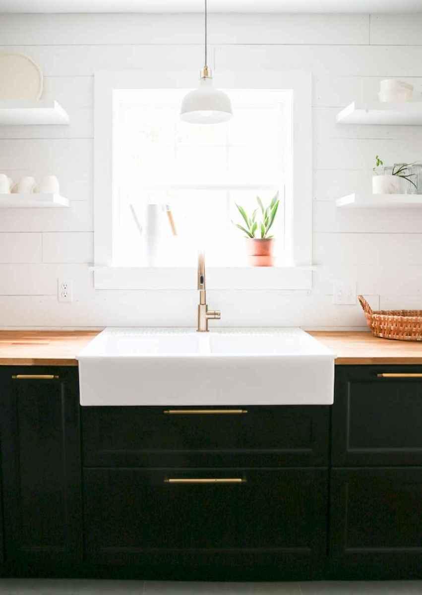 90 pretty farmhouse kitchen cabinet design ideas (67)