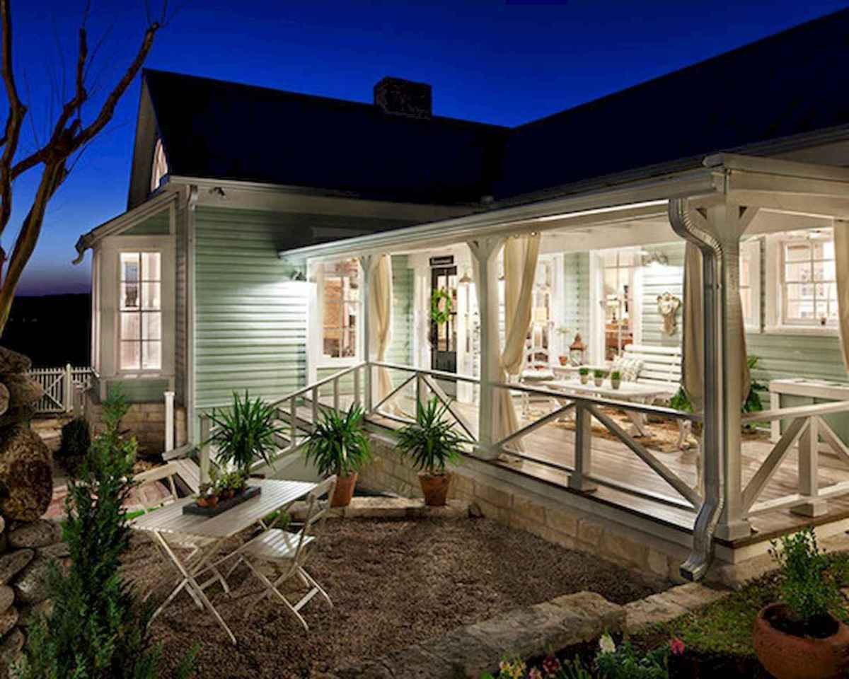65 stunning farmhouse porch railing decor ideas (40)