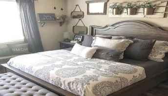 100 elegant farmhouse master bedroom decor ideas (33)