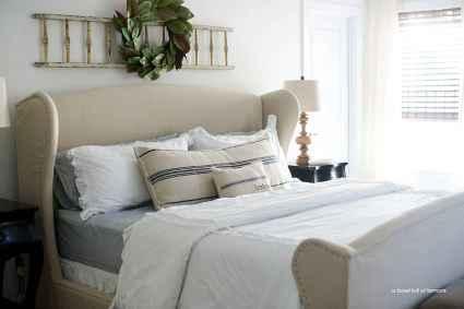100 elegant farmhouse master bedroom decor ideas (38)