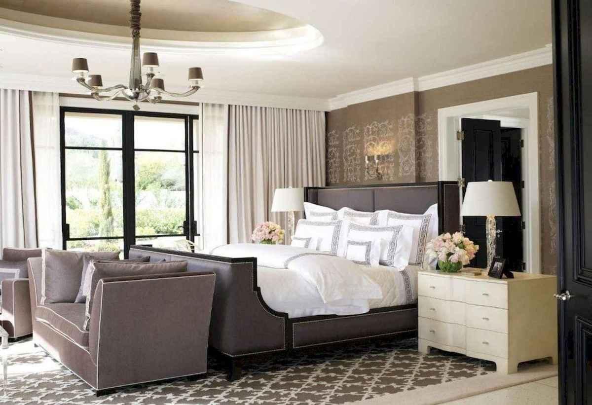 100 elegant farmhouse master bedroom decor ideas (61)