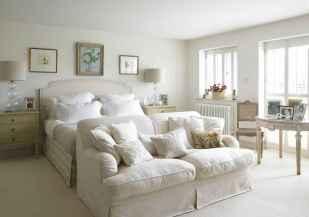 100 elegant farmhouse master bedroom decor ideas (68)