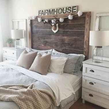 100 elegant farmhouse master bedroom decor ideas (78)