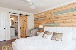 100 elegant farmhouse master bedroom decor ideas (9)