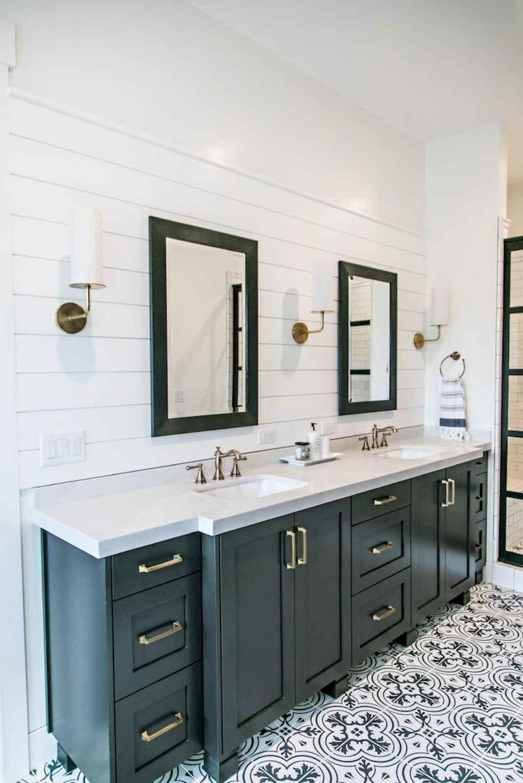 125 awesome farmhouse bathroom vanity remodel ideas (42)