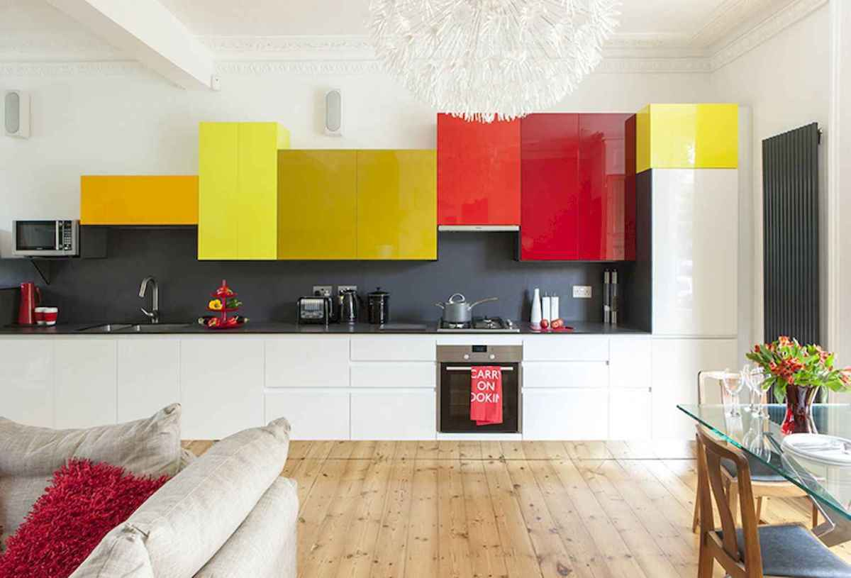 Best 40 colorful kitchen cabinet remodel ideas for first apartment (10)
