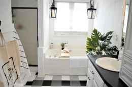 Top 25 farmhouse master bathroom decor ideas (16)
