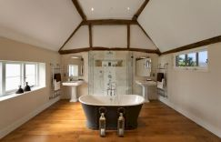70 inspiring farmhouse bathroom shower decor ideas and remodel to inspire your bathroom (1)