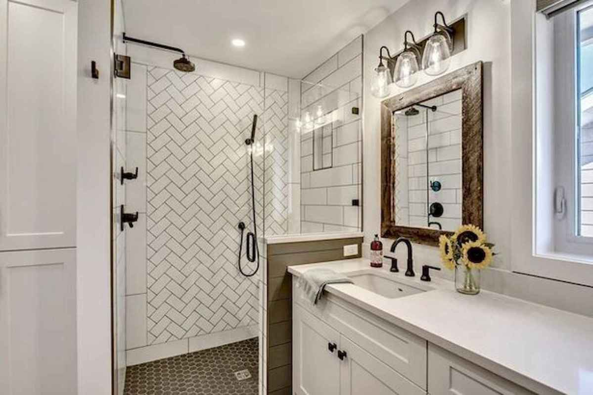 80 awesome farmhouse master bathroom decor ideas and remodel to inspire your bathroom (10)