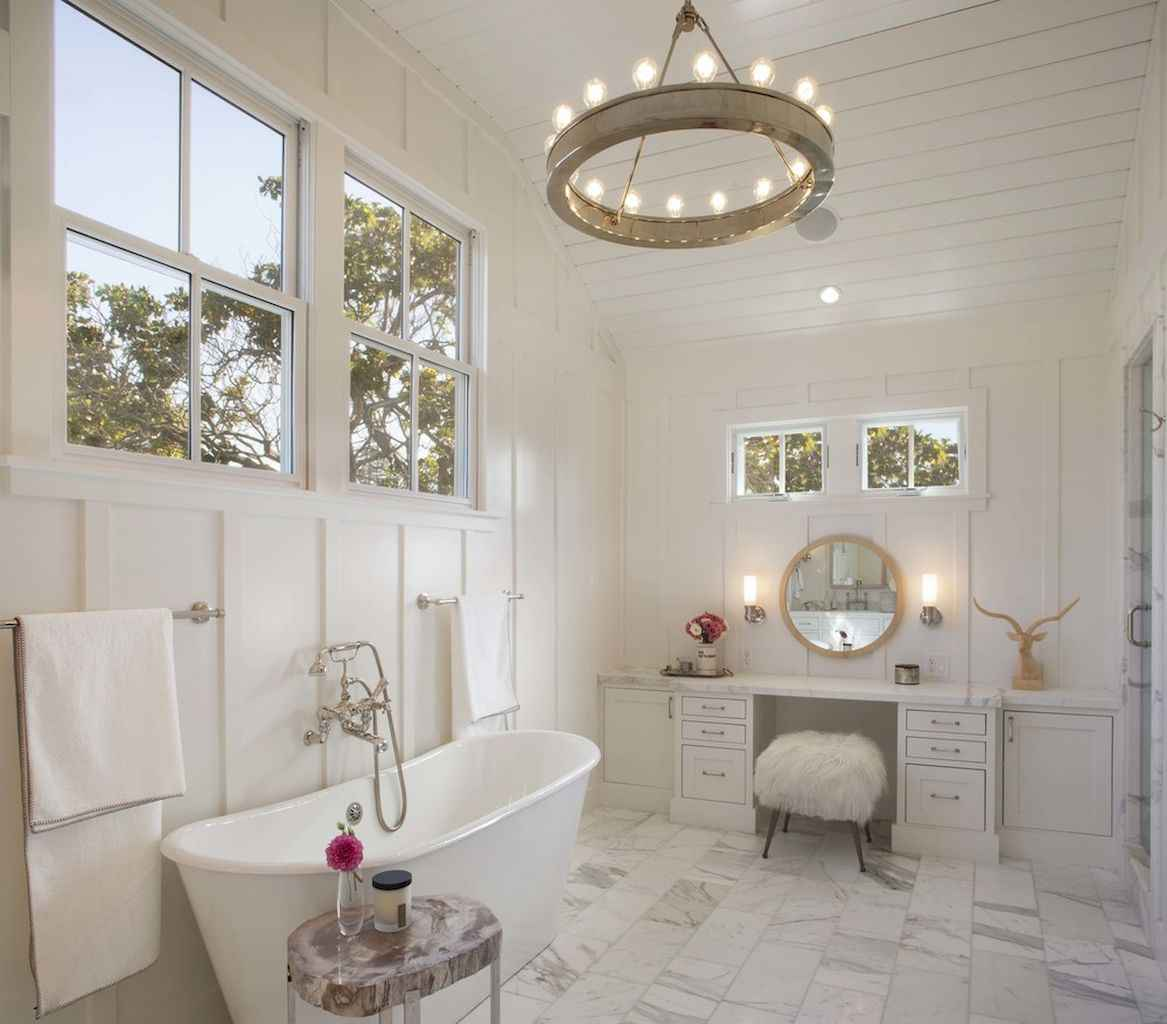 80 awesome farmhouse master bathroom decor ideas and remodel to inspire your bathroom (29)