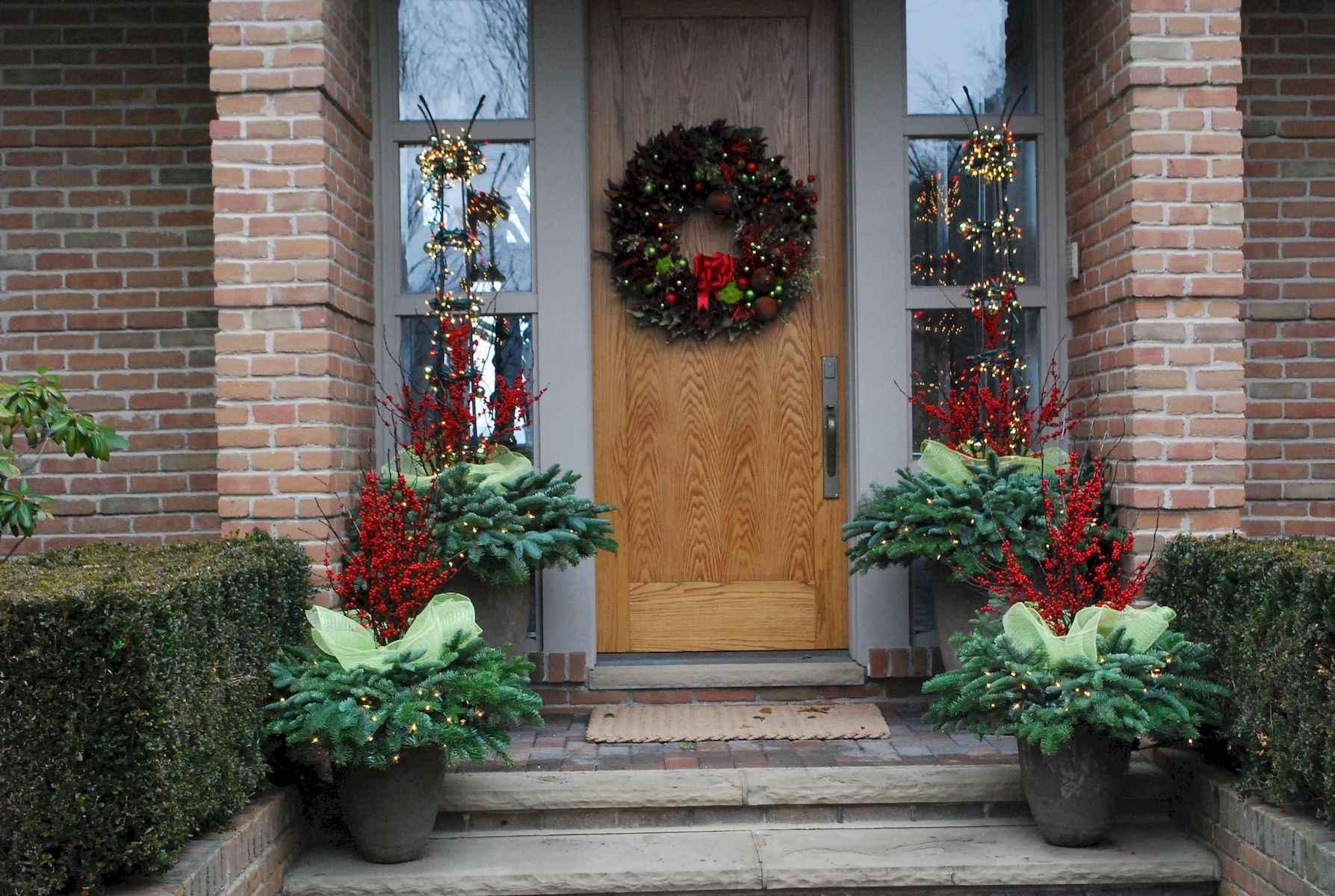 40 amazing outdoor christmas decorations ideas (21)