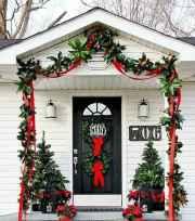 50 front porches farmhouse christmas decorations ideas (10)