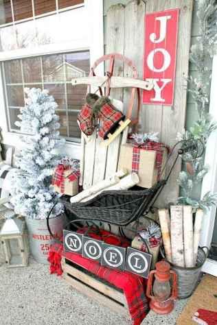 50 front porches farmhouse christmas decorations ideas (13)
