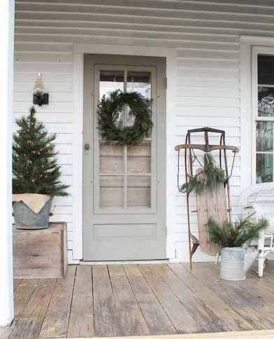 50 front porches farmhouse christmas decorations ideas (16)
