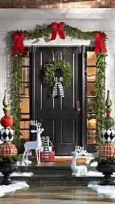 50 front porches farmhouse christmas decorations ideas (21)