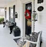 50 front porches farmhouse christmas decorations ideas (25)